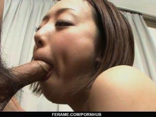 रीना Yuuki एक एशियाई लड़की है कि आदमी मांस के लिए craves है