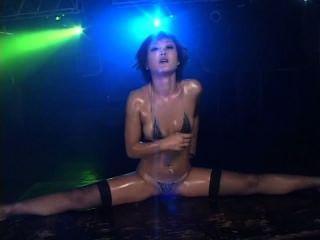 माइक्रो बिकनी तेल नृत्य 2 दृश्य 3 - नाना Kitami