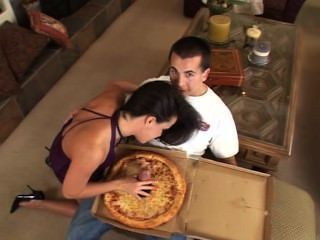 आप के लिए बड़ा सॉसेज पिज्जा