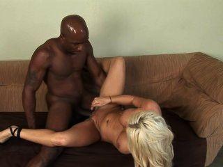 काले आदमी के साथ गोरा सफेद औरत