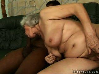 Baise interraciale डालना उने Vieille femme