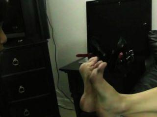 पैर गुलाम लड़की अपमान