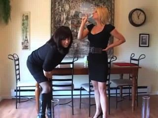 हताशा में महिला peeing