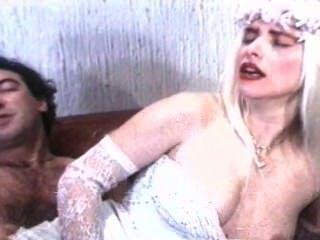 Moana Pozzi और Ilona Staller - Mundial सेक्स से कट्टर दृश्य