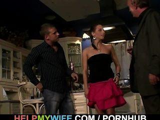 युवा पत्नी के लिए आश्चर्य की बात है cuckolding
