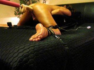 एमआईएलए पत्नी जबरिया और squirts जबकि Masturbating और कमबख्त मशीन