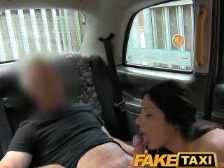 पुराने टैक्सी चाल के लिए FakeTaxi सेक्सी अमेरिकन फॉल्स