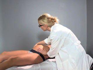 सैडी होम्स गर्भवती - डॉक्टर संभोग सुख तक पहुंचने के लिए उसे रोगी में मदद करता है