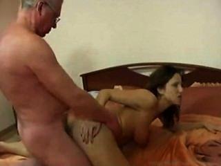 फ्रांस से बूढ़े पिता के साथ फ्रेंच बेटी वर्जित परिवार सेक्स