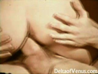 विंटेज XXX - जॉन होम्स fucks बालों श्यामला लड़की