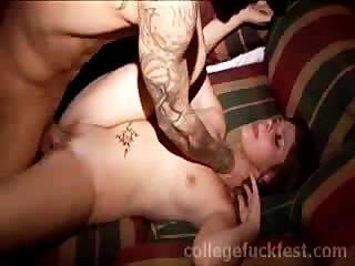 वेश्या स्कूल की पार्टी में गड़बड़ हो जाता है