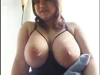 humongous स्तन के साथ एशियाई
