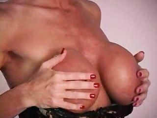 dildo के साथ Busty milf Teases