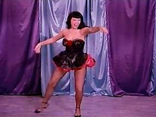 बेट्टी पेज के साथ एक कारटून नृत्य