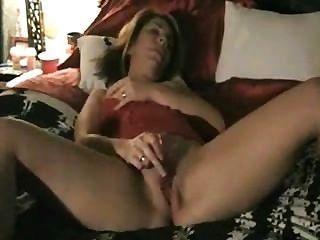 परिपक्व पत्नी dildo और पति के टेप के साथ खेलते हैं यह