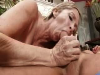 सेक्स भूख milf ऐनाबेले ब्रैडी