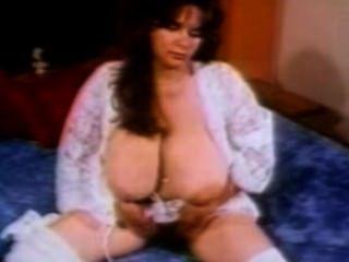 टाइटैनिक स्तन