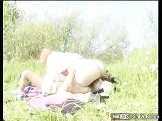 मोटा माँ धूप में मुर्गा की सवारी