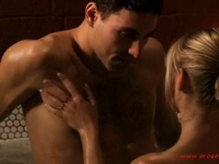 कामुक स्नान और कामुक चुंबन