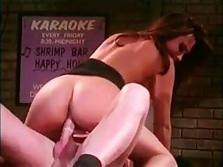 Kira Kener पट्टी पर यौन संबंध है