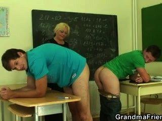 दो दोस्तों गंदा पुराने शिक्षक धमाके