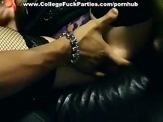 सेक्स पार्टी में शरारती लड़कियों