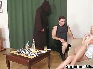परिपक्व विधवा दो ताजा लंड आनंद मिलता है युवा