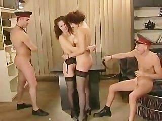 पुलिस थाने में समूह सेक्स
