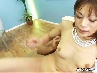 जापानी बेब मिका Mizuno creampie के लिए कमबख्त है