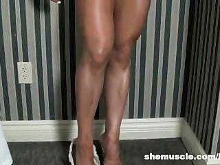 उसके कमरे में सेक्सी प्रस्तुत