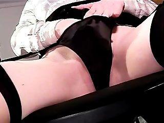 सेक्सी closeup panty खेलने और जांघ उच्च मोज़ा में हस्तमैथुन