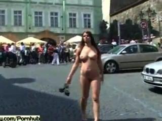कामुक लड़कियां जनता सड़कों पर नग्न