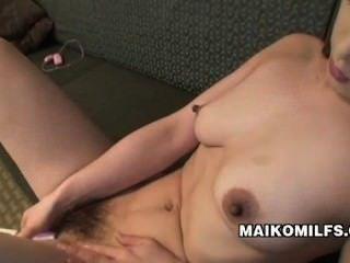 Maiko Hirota सेक्स की कमी से जूझ निप्पॉन एमआईएलए
