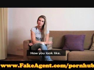 कास्टिंग में गोरा फिट FakeAgent