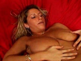 बड़े स्तन milf bestfriend अपने बेटे के सामने masturbates