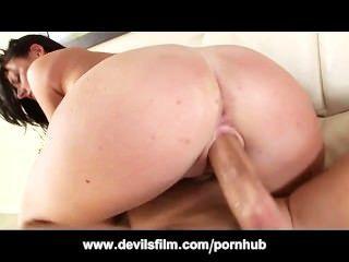 बड़े स्तन Squirter सोफी डी बढ़ा रही प्यार करता