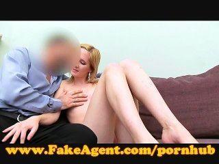 FakeAgent गोरा गुदा creampie लेता है
