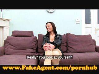 सेक्स के लिए FakeAgent संपूर्ण शरीर