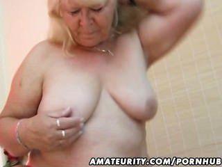 मोटा शौकिया पत्नी बेकार है और उसके बिस्तर पर fucks