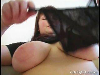 जोआना बड़े स्तन और dildo मज़ा