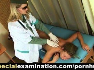 सेक्सी सुनहरे बालों वाली लड़की डॉक्टर से जांच हो जाता है