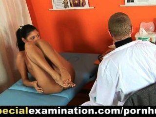 सेक्सी किशोरों की लड़की gyno परीक्षा हो जाता है