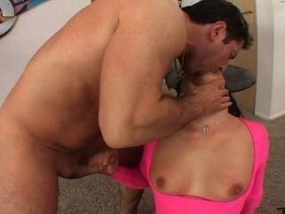 Jezebelle बांड spanked हो जाता है