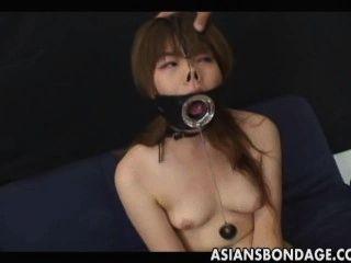 जापानी एक बड़े खुले मुंह झूठ के साथ बेकार