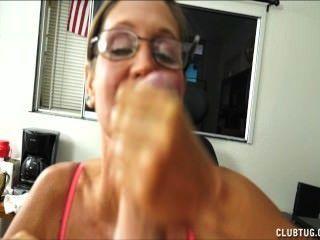 एक शरारती परिपक्व औरत बेकार है और झटके