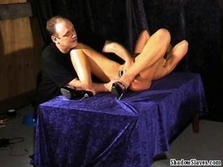 विचित्र मेडिकल कामोत्तेजक और गोरा बिल्ली दंडित slaveslut के इलेक्ट्रो बीडीएसएम