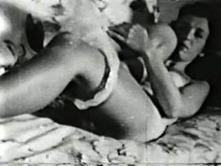 दृश्य 2 - सॉफ़्टकोर 504 50 के दशक और 60 के दशकों जुराब