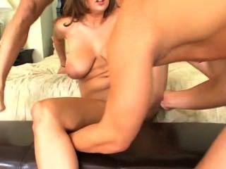 18 वर्षीय जेन्ना गुड़िया उसके सेक्स jiggles!