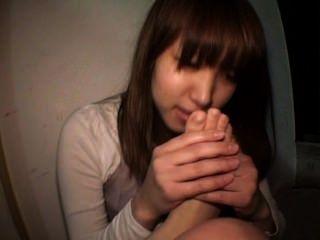 जापान महिला स्व पैर की पूजा