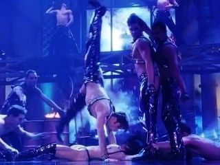 जीना गेर्शोन और एलिजाबेथ Showgirls से Barkley नग्न दृश्य